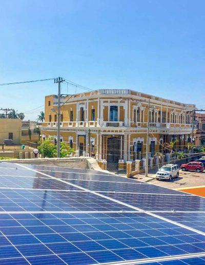 Paneles solares en el centro de Mazatlan